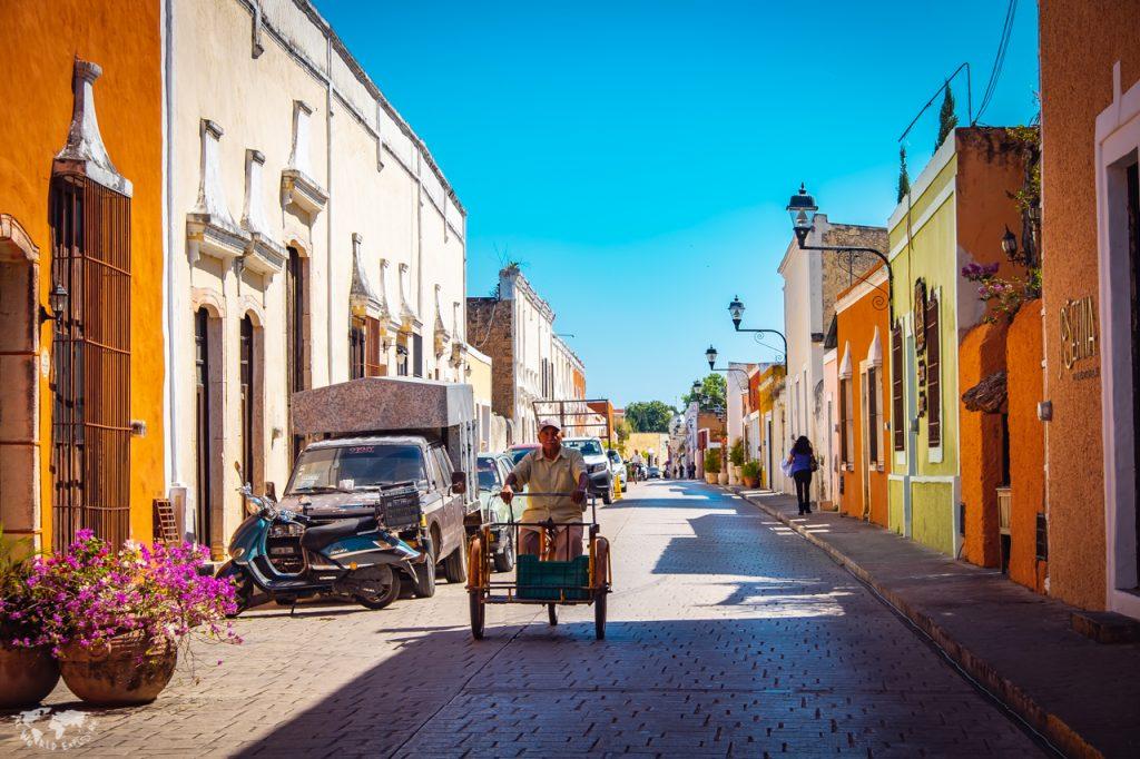 バジャドリの街並み自転車にのる老人