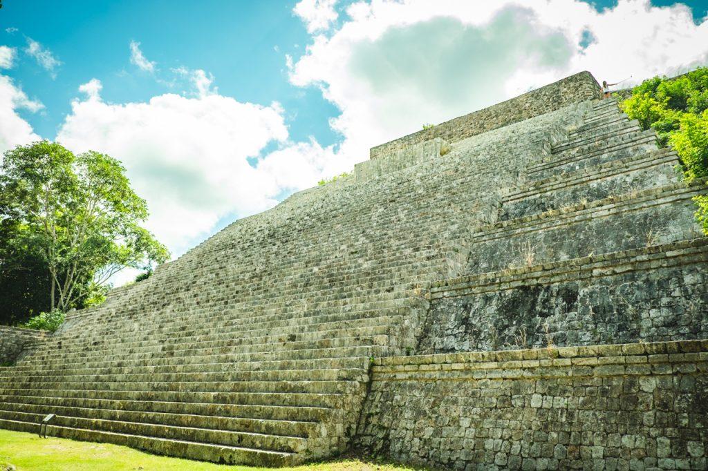 ウシュマル遺跡のピラミッド