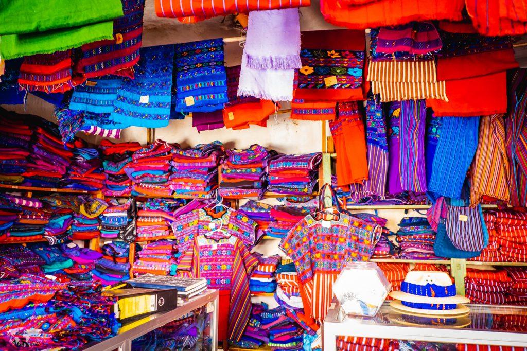 トドスサントスクチュマタンの民族衣装のお店