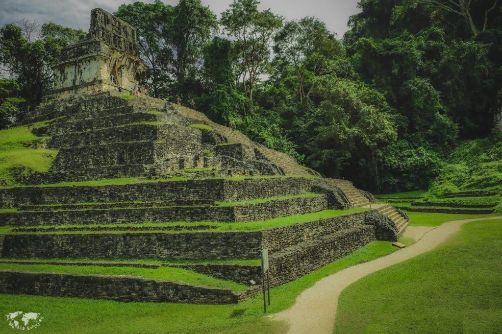 マヤ遺跡の一つパレンケ遺跡のピラミッド