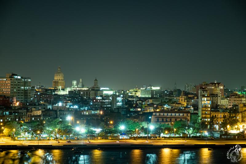 キューバハバナの夜景