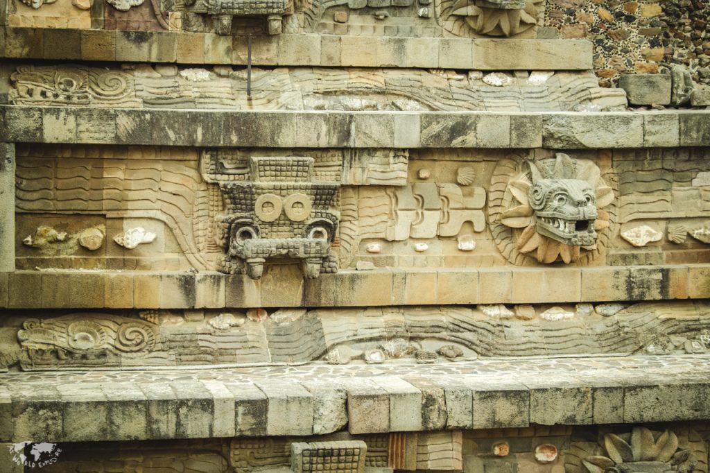 テオティワカン遺跡のケツァルコアトル