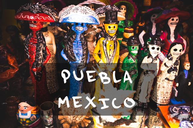 メキシコのプエブラにて。骸骨の雑貨がカラフル