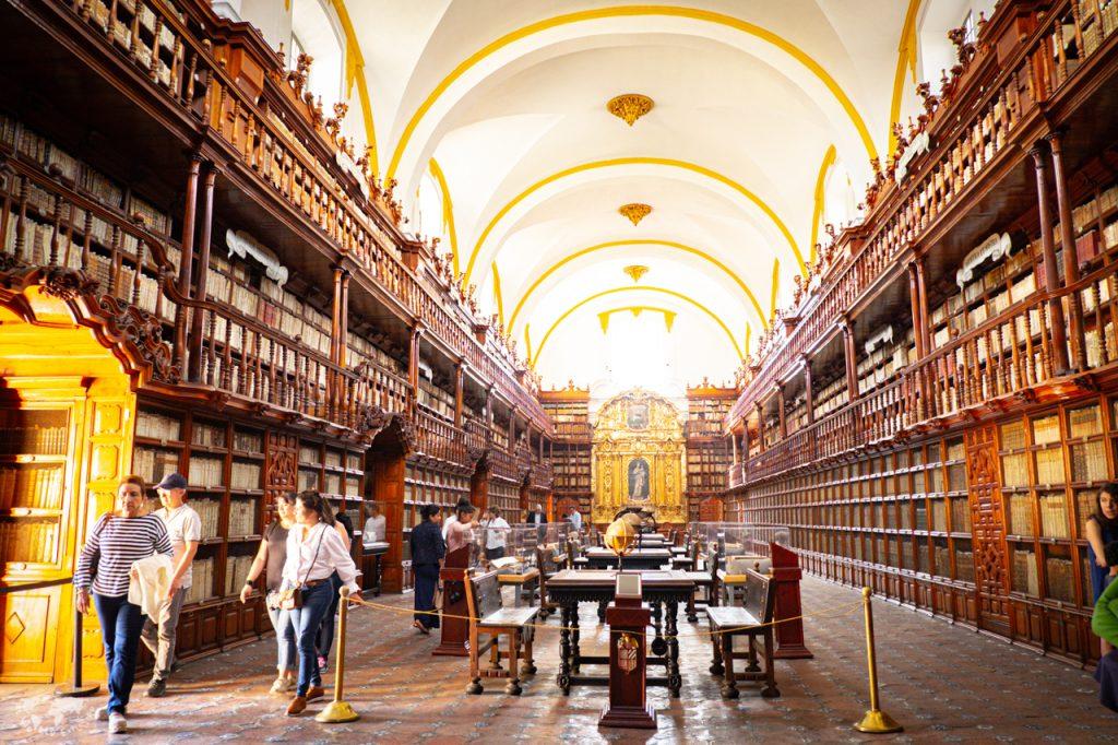 プエブラの北米最古の図書館