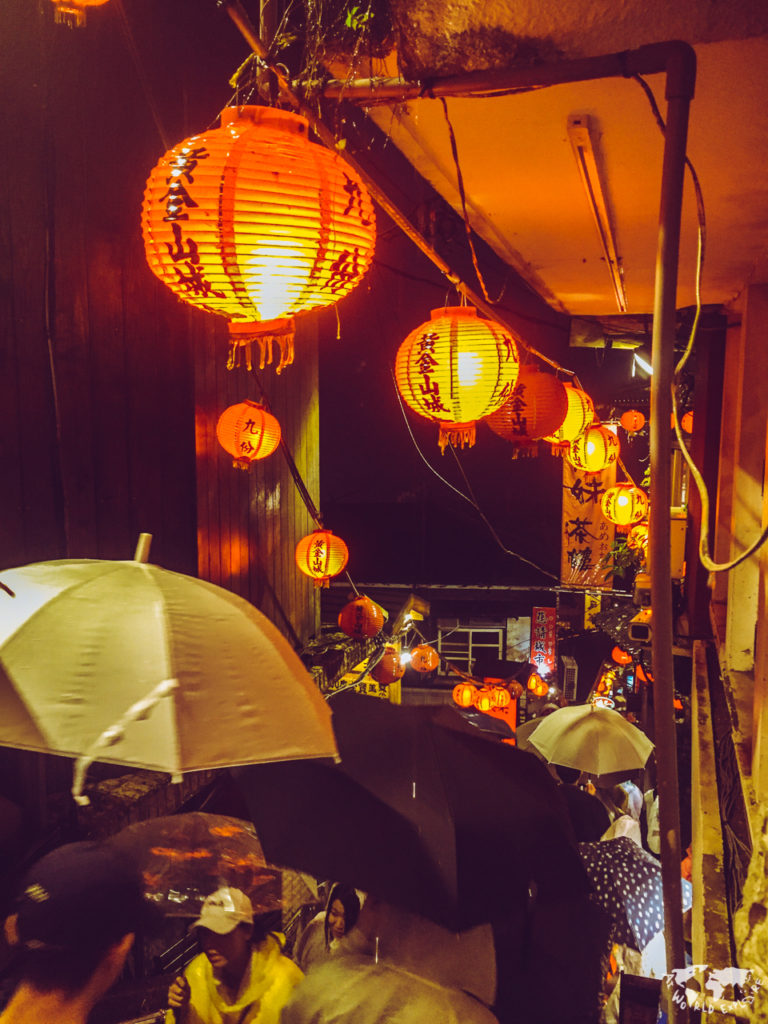 台湾の九份。あいにくの雨。