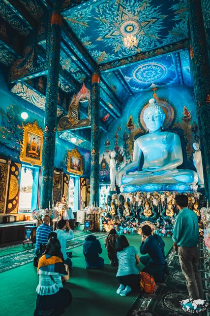 青い寺の仏像 チェンライ