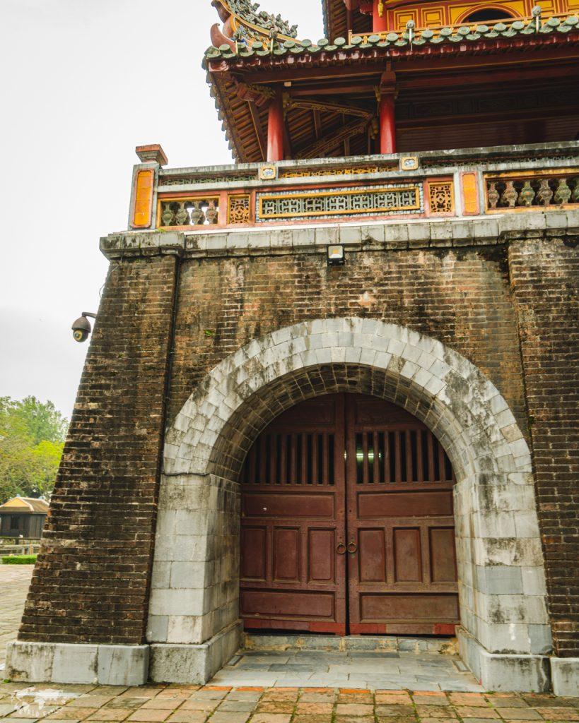 ベトナムフエ王宮の牛門
