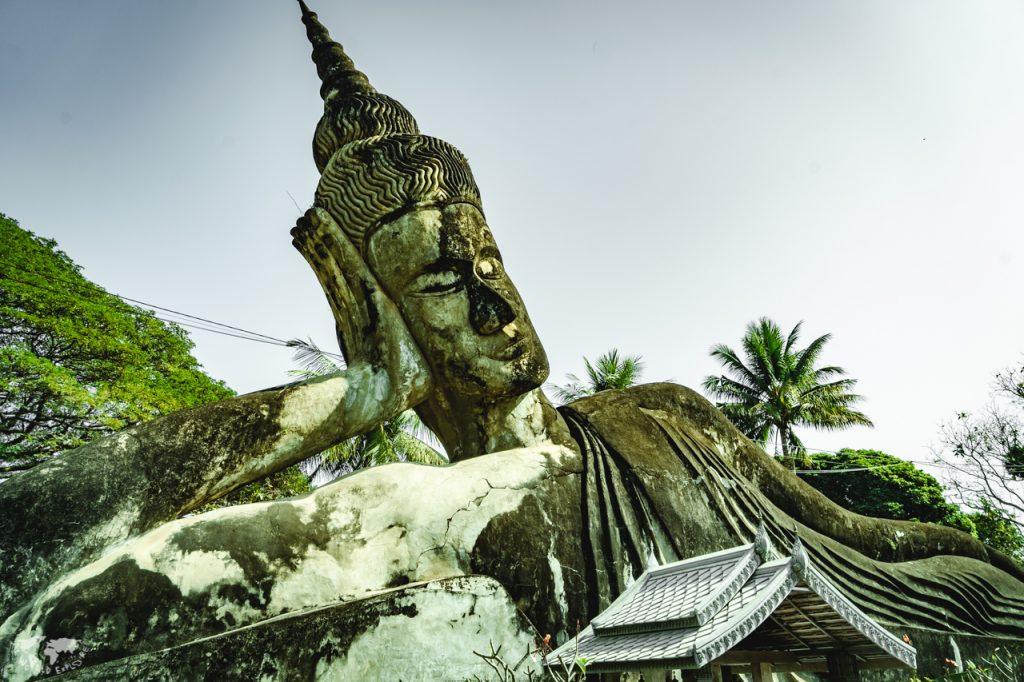 ラオス ビエンチャンのブッダパークの大きな仏像