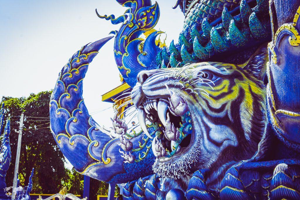 """チェンライの""""青い寺""""が怪しくてびっくりだった・行き方も"""