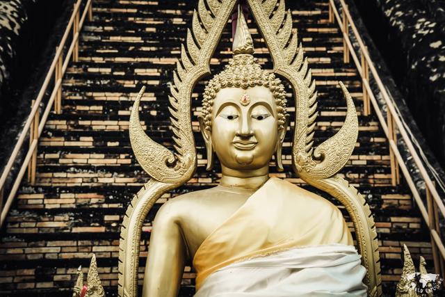 チェンマイのワットチェディルアンの仏像