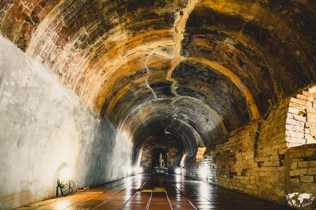 チェンマイのワットウモーンのトンネルの内部