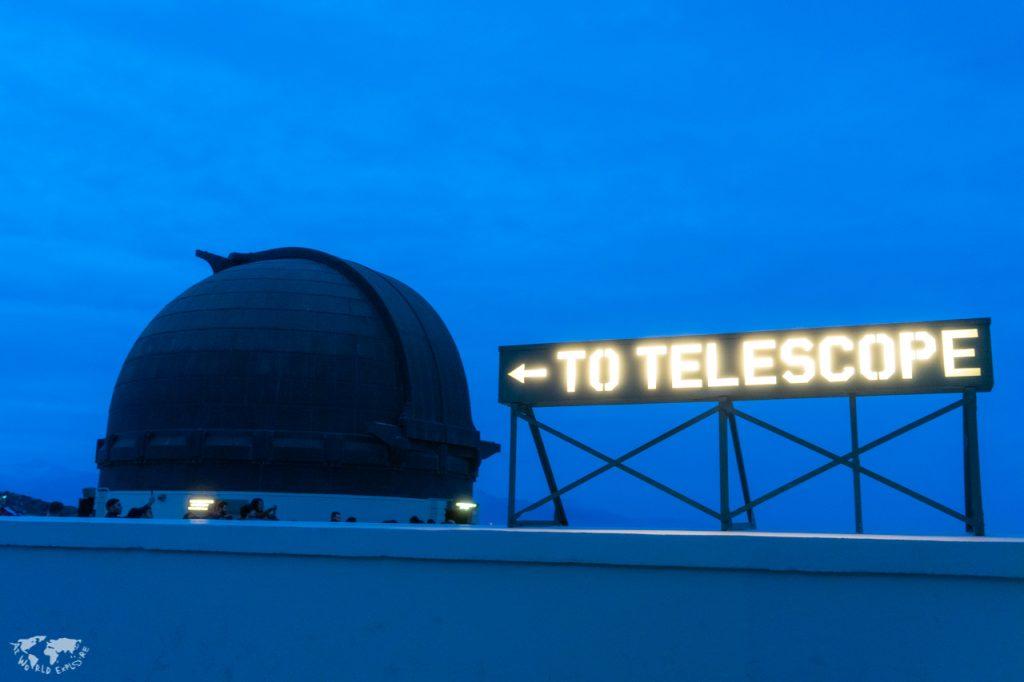 """ロサンゼルスのグリフィス天文台""""to telescope""""サイン"""