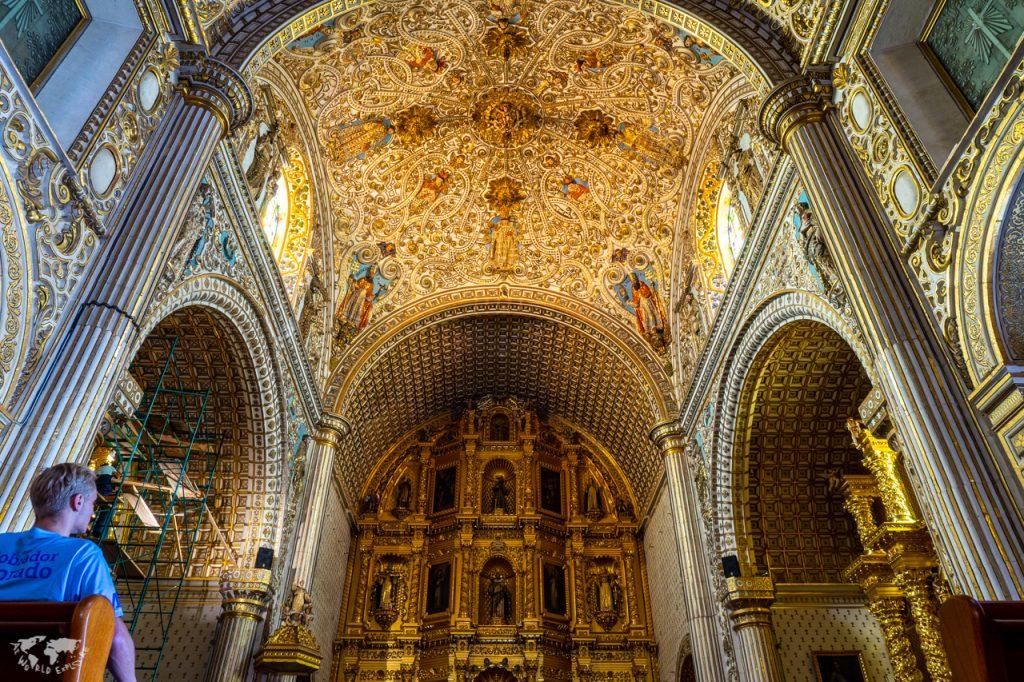 オアハカサントドミンゴ大聖堂の祭壇と天井
