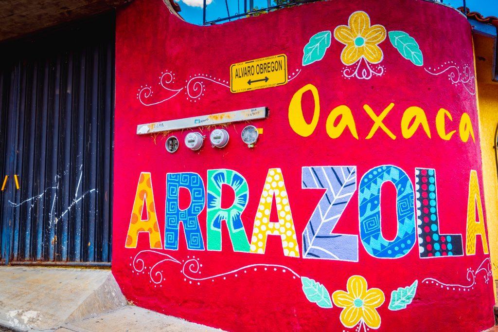 アレブリヘ柄のサンアントニオアラソラ村の壁