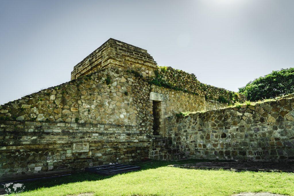 モンテアルバン遺跡のピラミッド