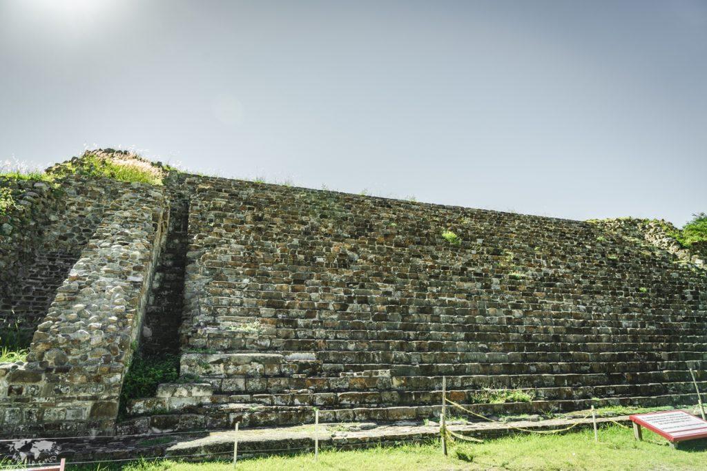オアハカモンテアルバン遺跡の階段