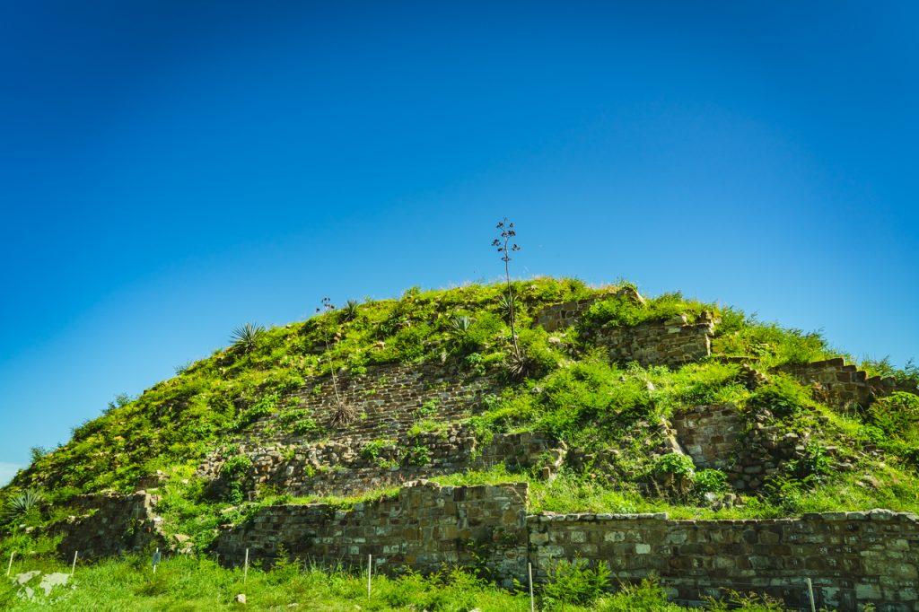 モンテアルバン遺跡南プラットフォームのピラミッド