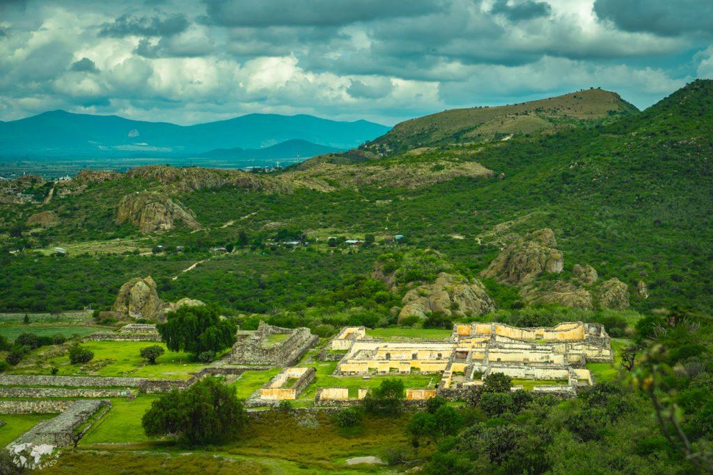 メキシコ オアハカのヤグル遺跡上からの風景