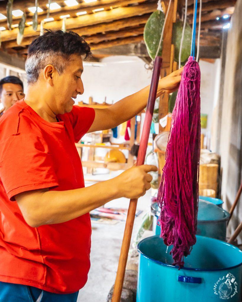 コチニールで染めた糸