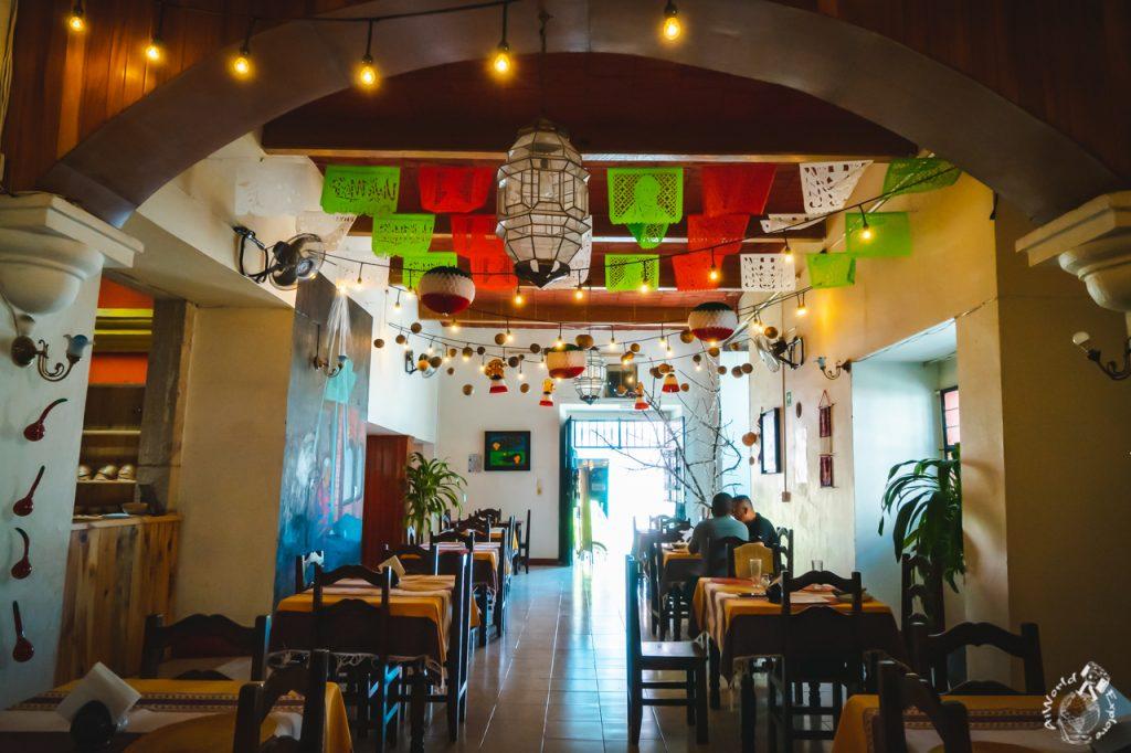 オアハカ伝統のカルドデピエドラを提供するレストラン