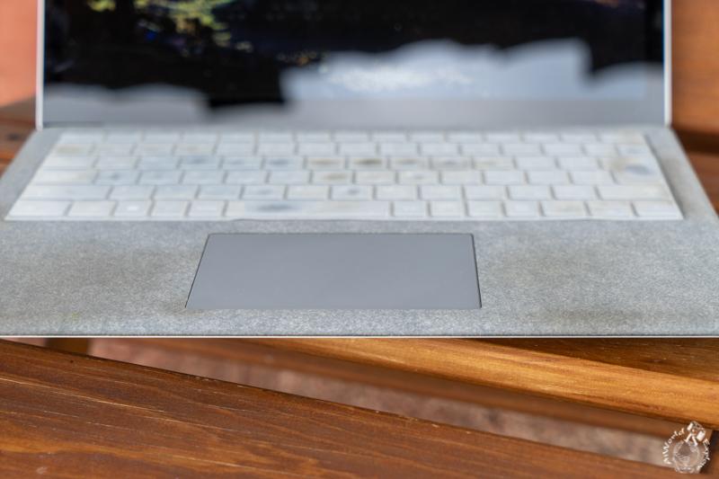 サーフェスラップトップのキーボードの汚れ