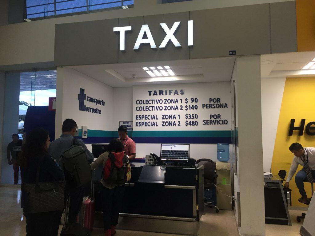 オアハカの空港から市内へ出るコレクティーボ