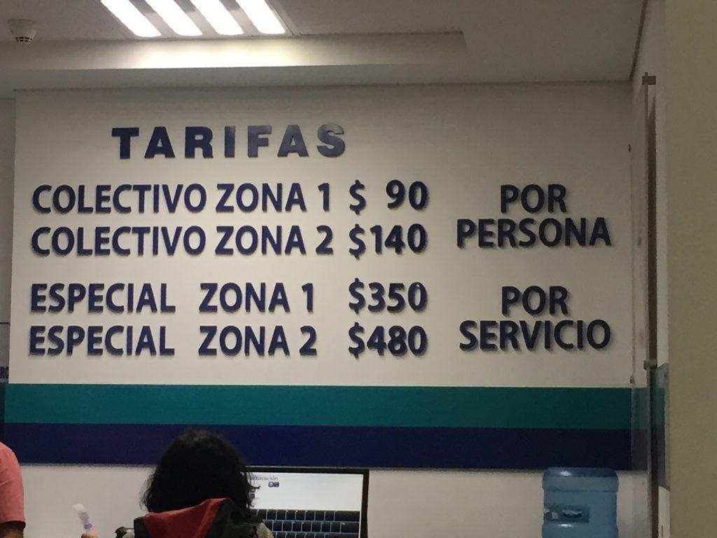 オアハカの空港にあるコレクティーボの料金表