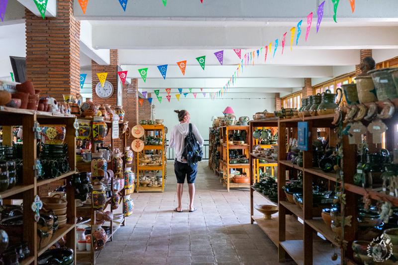 オアハカのアツォンパ村の陶器を売るお店