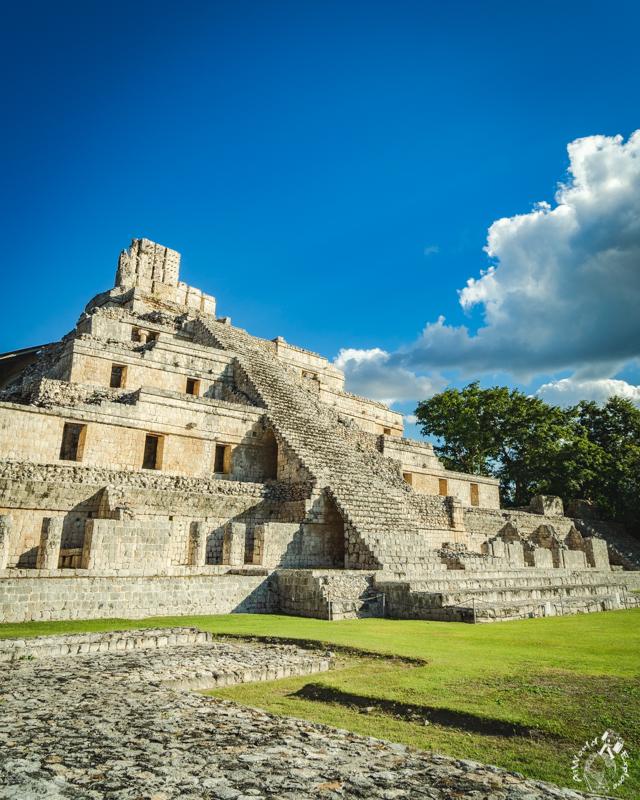 メキシコカンペチェのエズナ遺跡のピラミッド