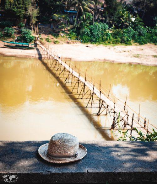 Hanging Bridge, Luang Prabang, Laos  吊り橋とハット。夏っぽい。いつもかぶってる麦わら帽子は、メキシコのパレンケ遺跡の近くのパレンケ村のメキシカン帽専門店で買ったやつ。 日差しが強いとこに行くから、つばのある帽子は必須。日焼け止めは使いたくないから、絶対帽子。